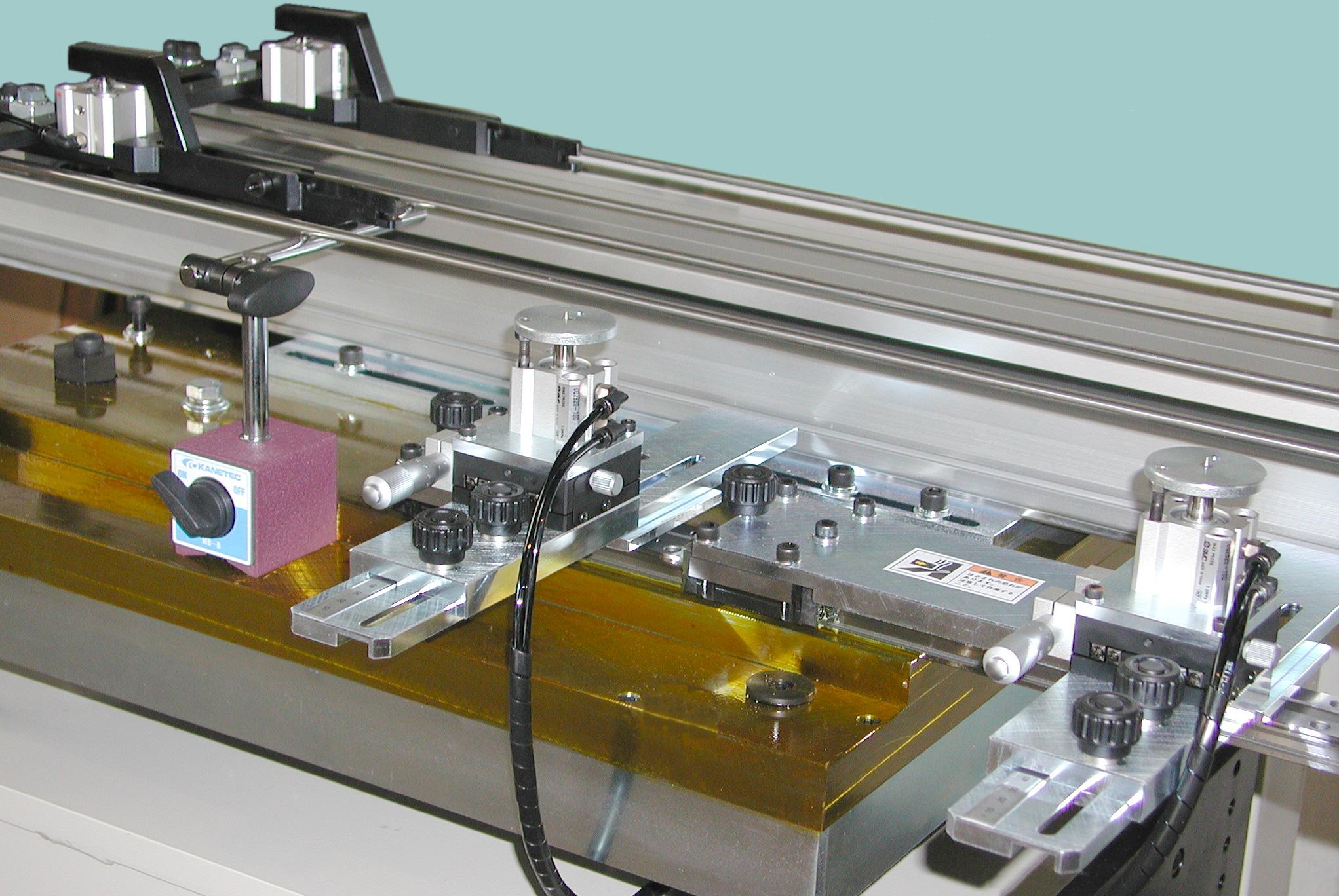 銘板ロボ 1軸送り装置