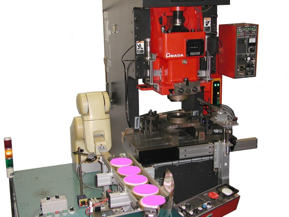 製缶二次加工プレス用 反転供給ロボ&旋回式排出装置