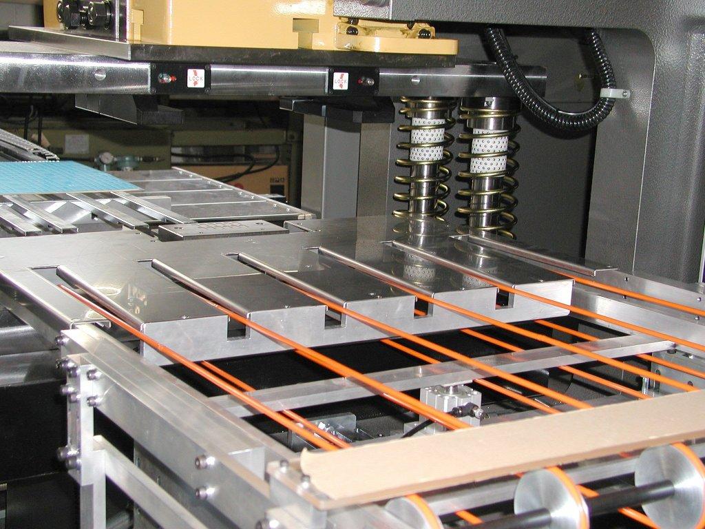 銘板ロボ PC制御全自動型