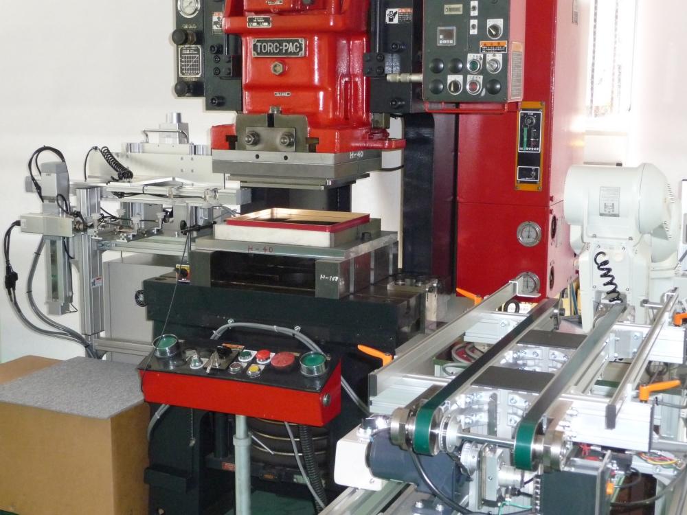 製缶二次加工プレス用 反転供給ロボ&排出反転装置